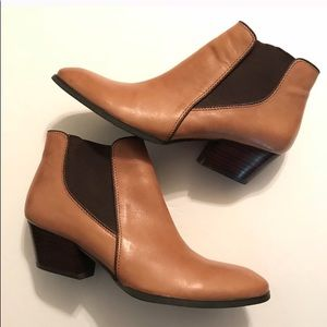 Genuine leather Franco Sarto Quinn ankle booties.